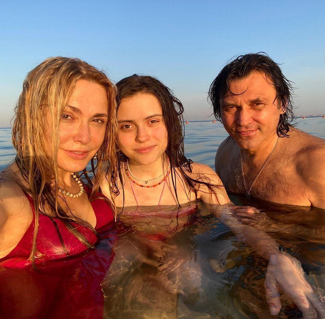 Ольга та Віталій із донькою Анною.