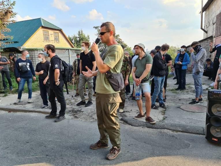 Ветераны АТО пикетировали имение Медведчука в Киеве, требовали запрета прокремлевских сил и их сателлитов в Киевсовете