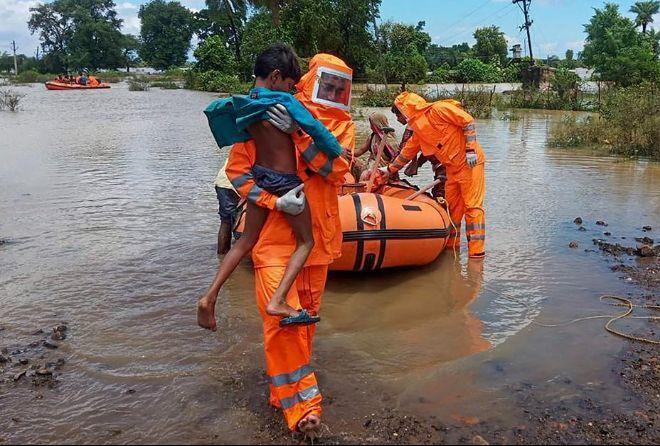 Спасатели ликвидировали последствия непогоды