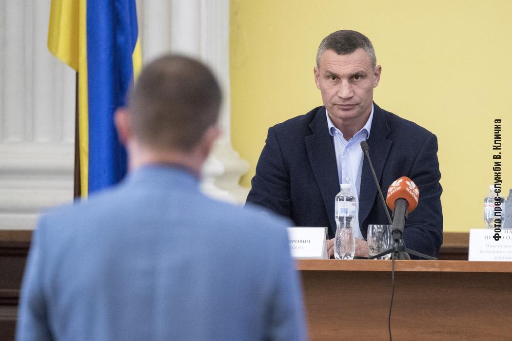 Мэр Киева Виталий Кличко на совещании по ЖКХ и благоустройству