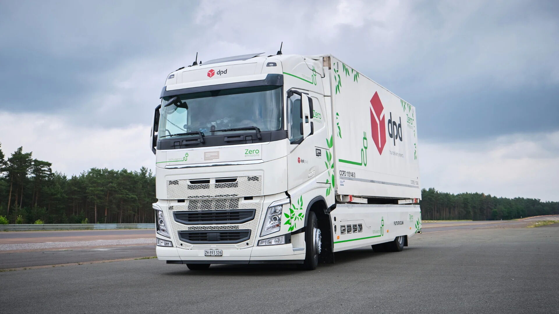 Двухосный грузовой фургон Volvo FH на электротяге подготовлен компанией Futuricum
