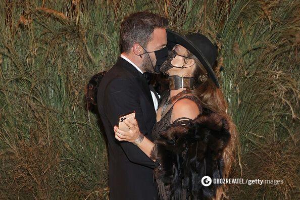 Лопес и Аффлек страстно поцеловались на Met Gala.