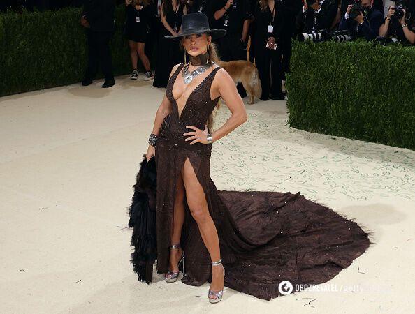Платье Джей Ло на Met Gala 2021.