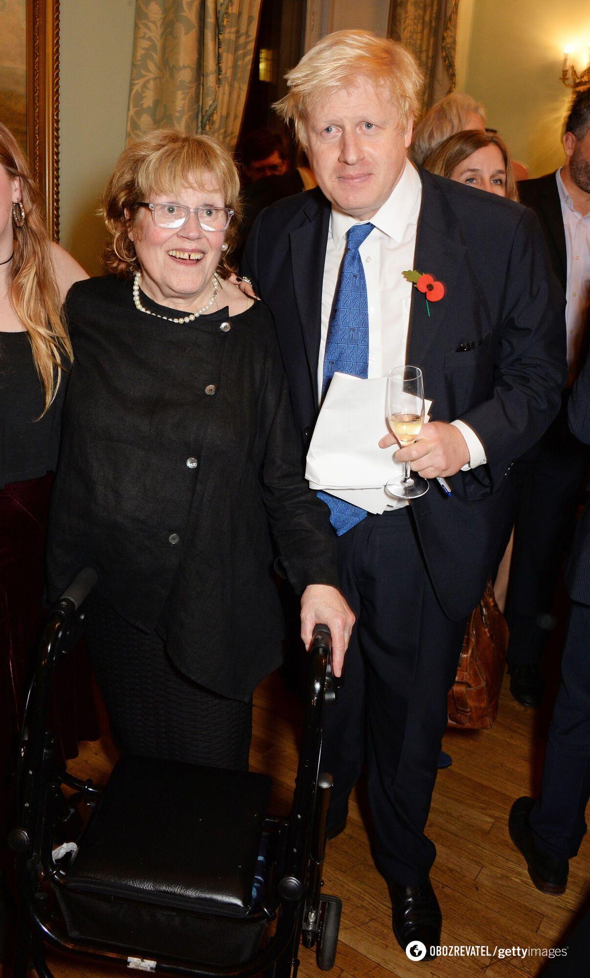 Борис Джонсон с матерью.