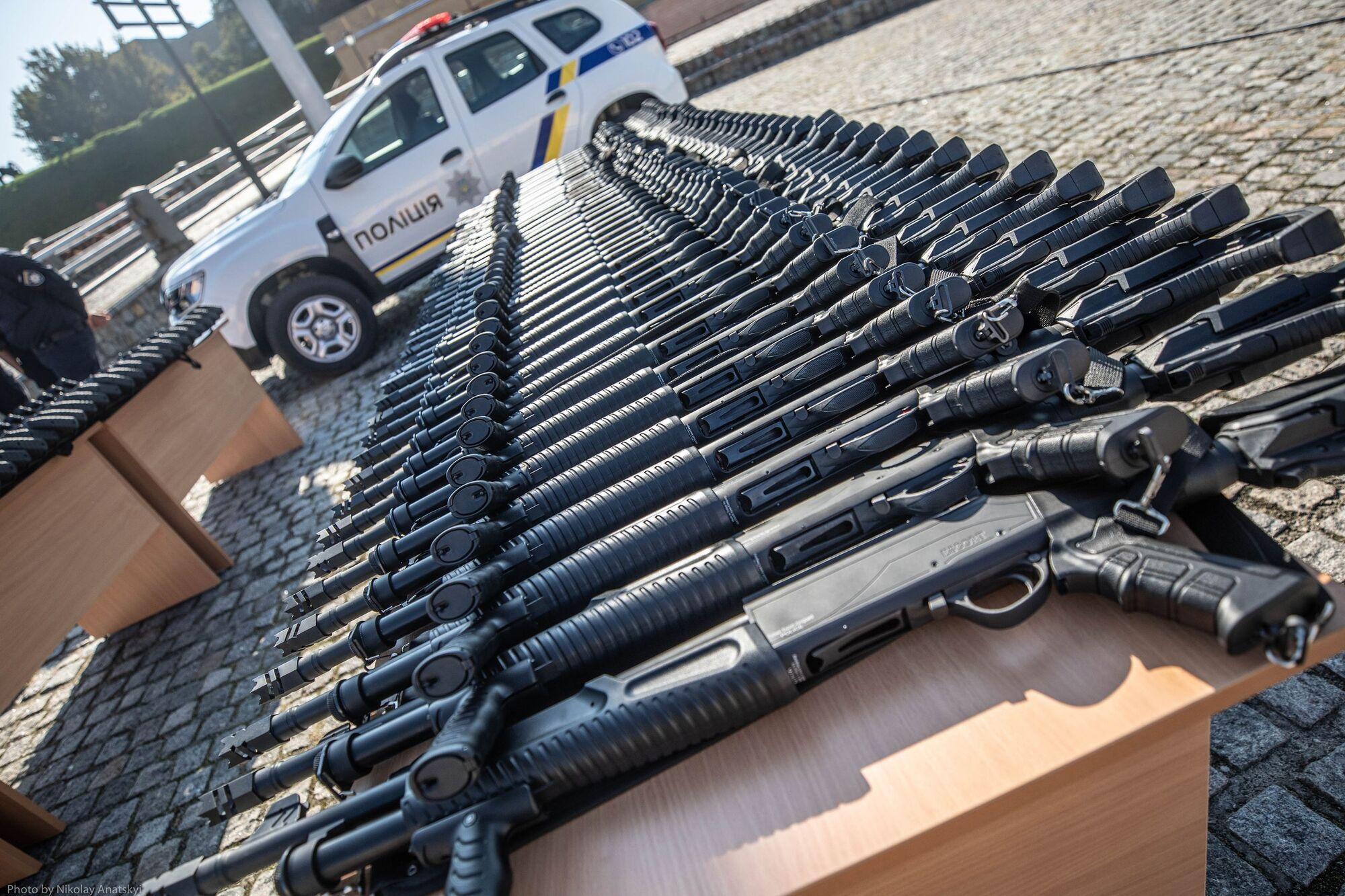 Полицейские также получили помповые ружья