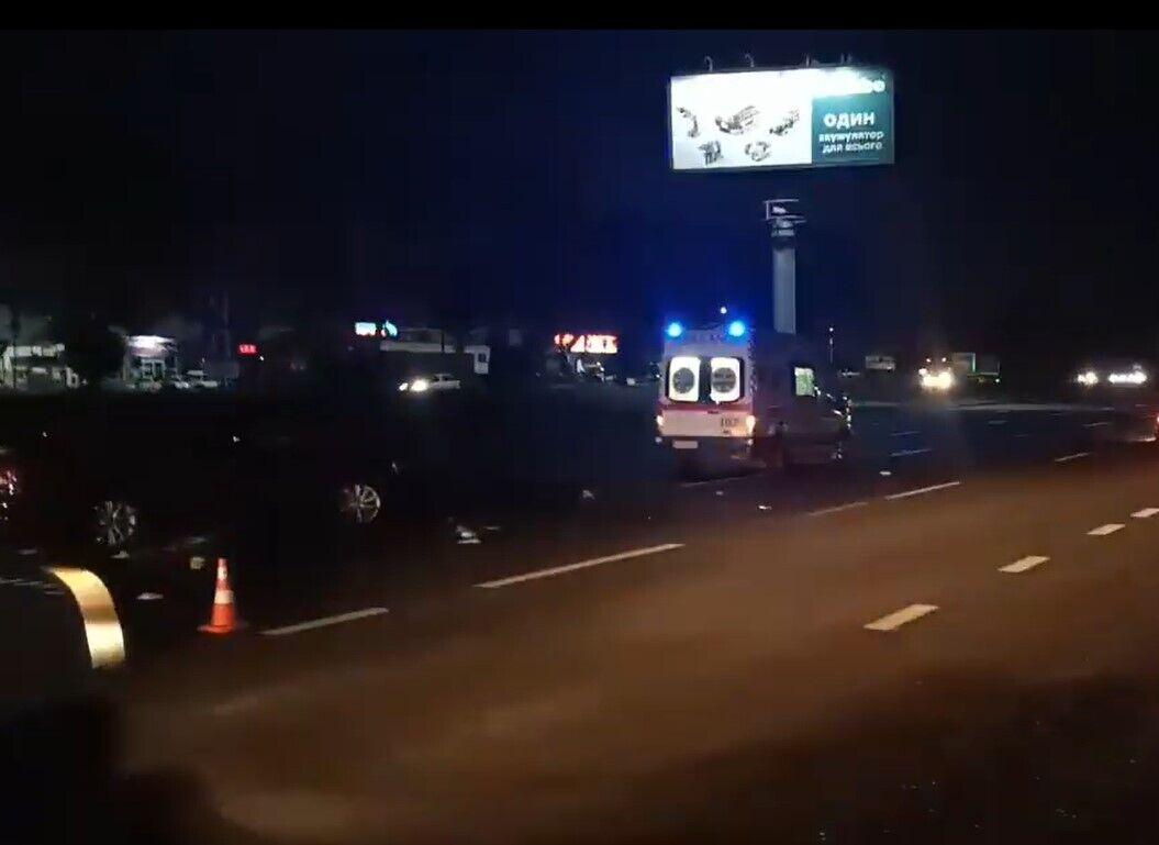 Медики констатировали смерть пешехода.