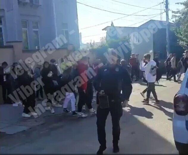 Всех эвакуировали из здания.