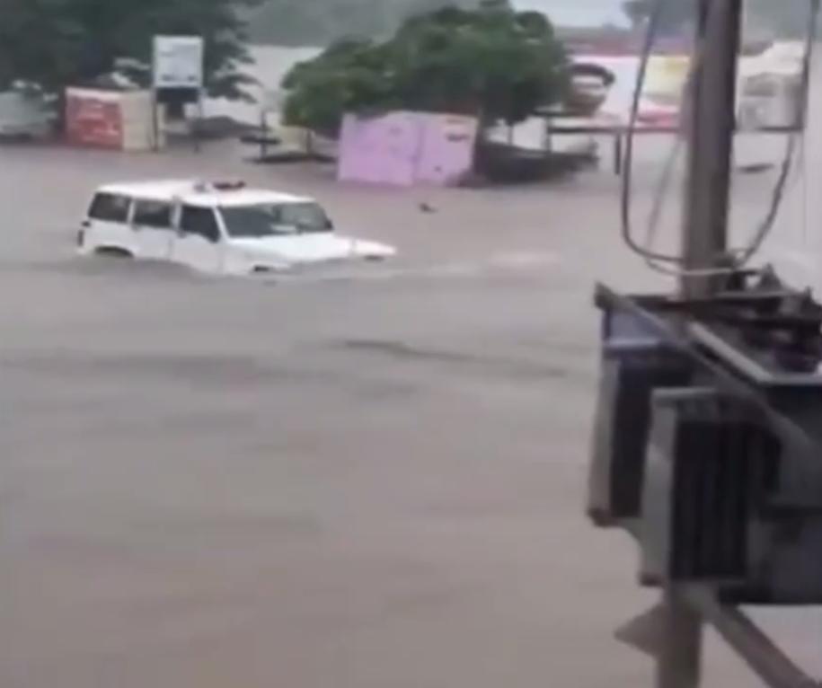 Машины в буквальном смысле плавали