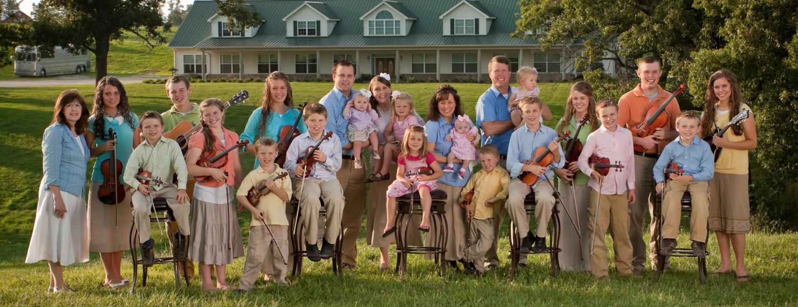 У родині Даггар 16 дітей.