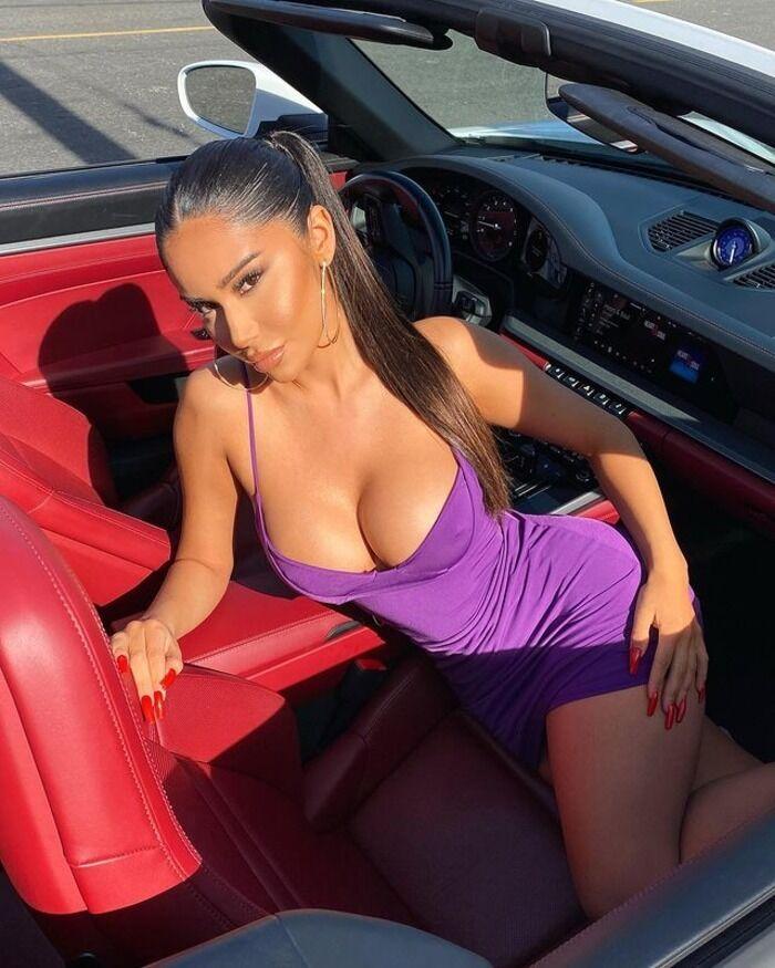 Джанет Гусман в машине