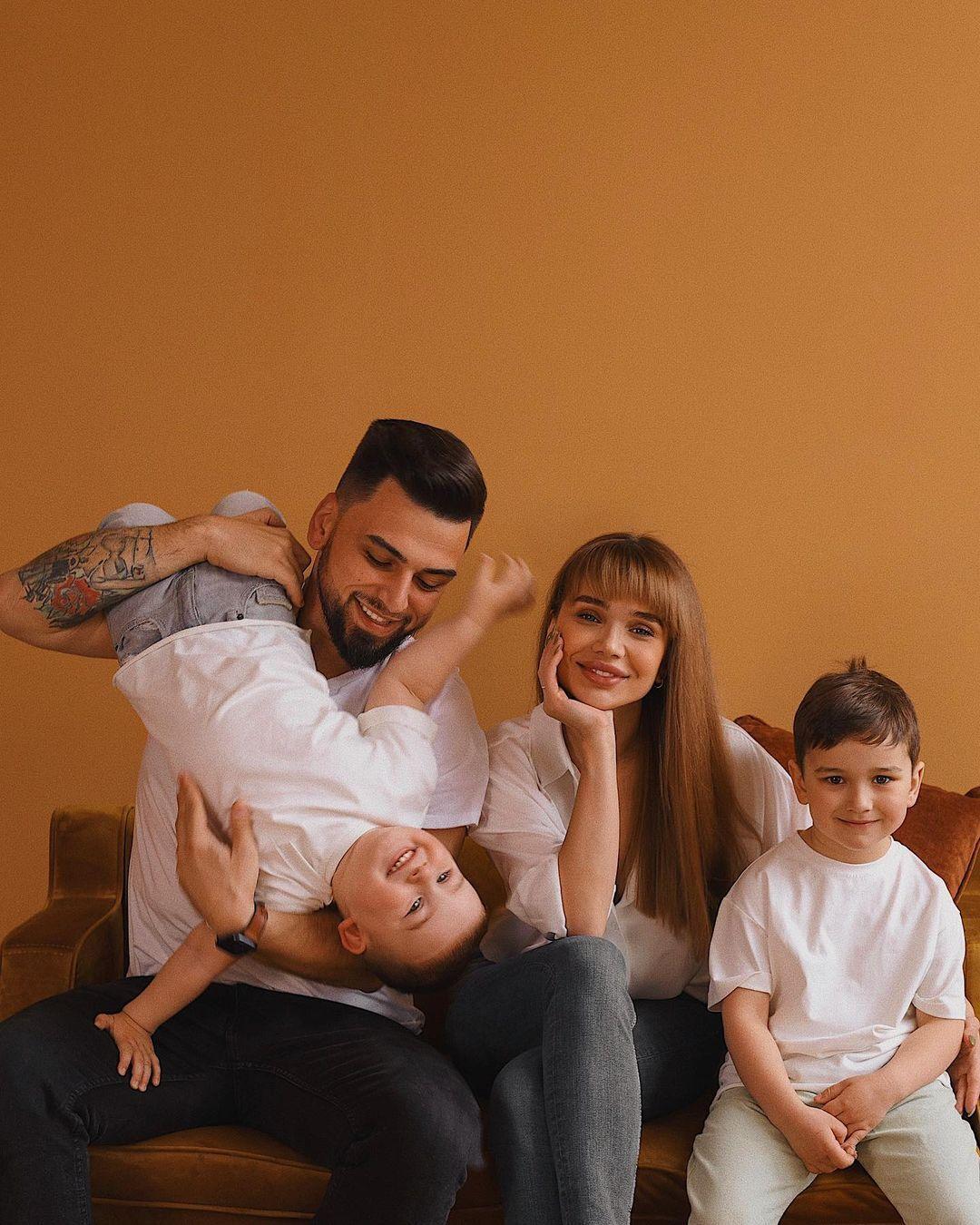 Супруги Пустовит с детьми