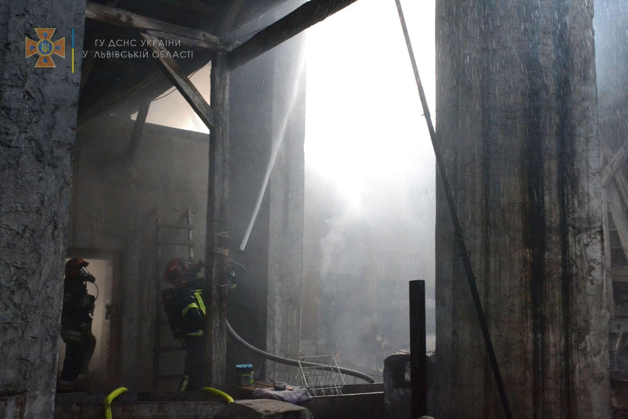 Рятувальники потрапили в приміщення