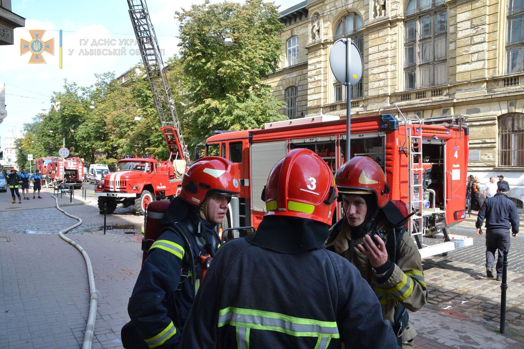 Пожежники на місці НП