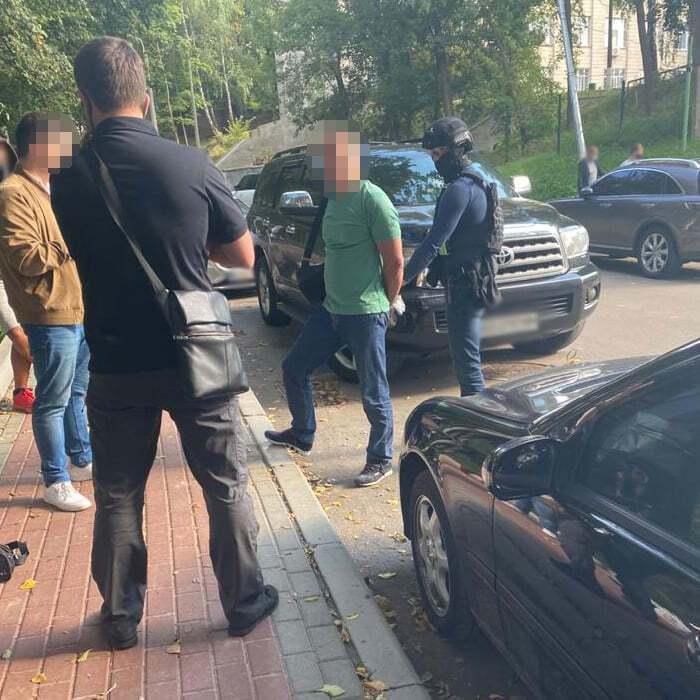 ДБР затримало чиновника Міноборони