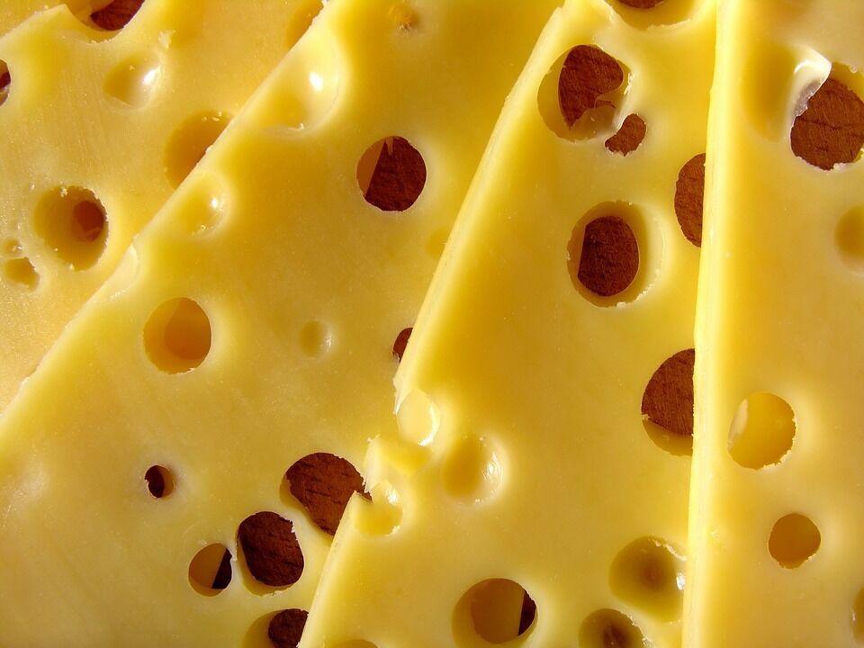 Українцям продають шкідливий сир