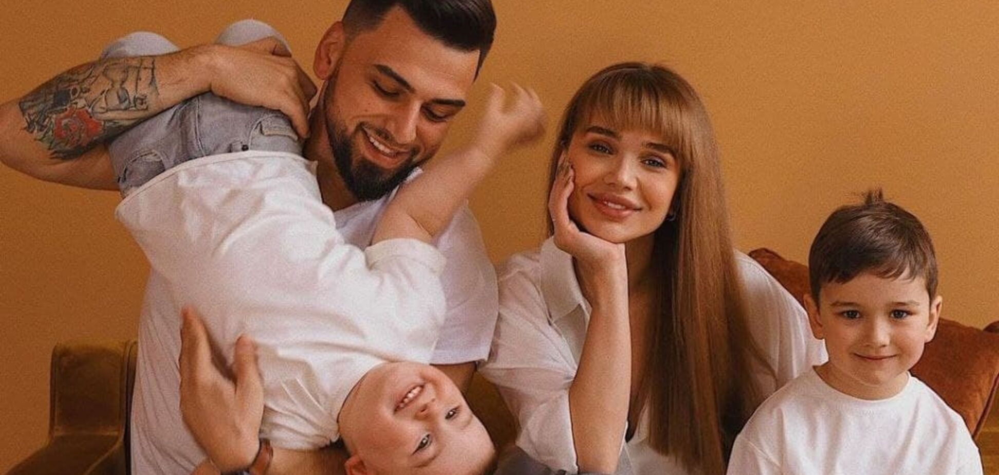 Александра Пустовит с экс-возлюбленным и детьми
