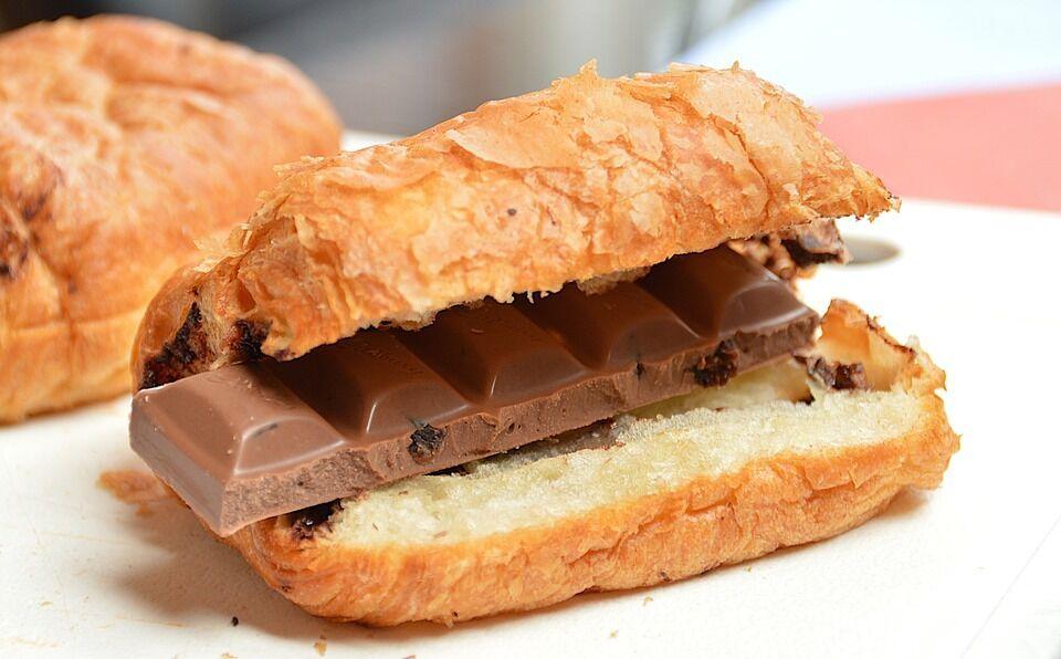 Круасан з шоколадною начинкою