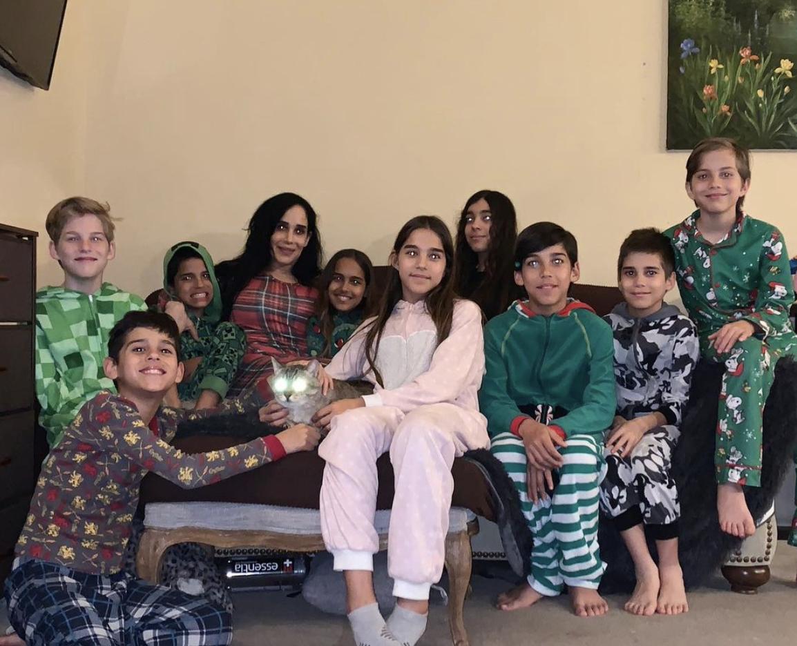 Надя Сулеман з родиною