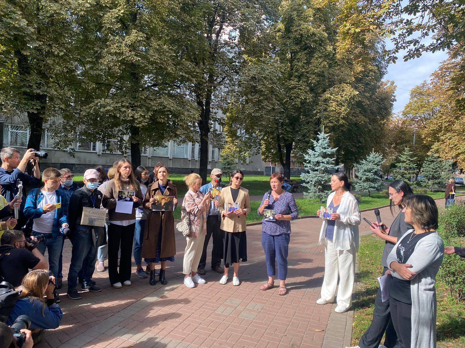 Участники акции призвали найти заказчиков убийства журналиста.