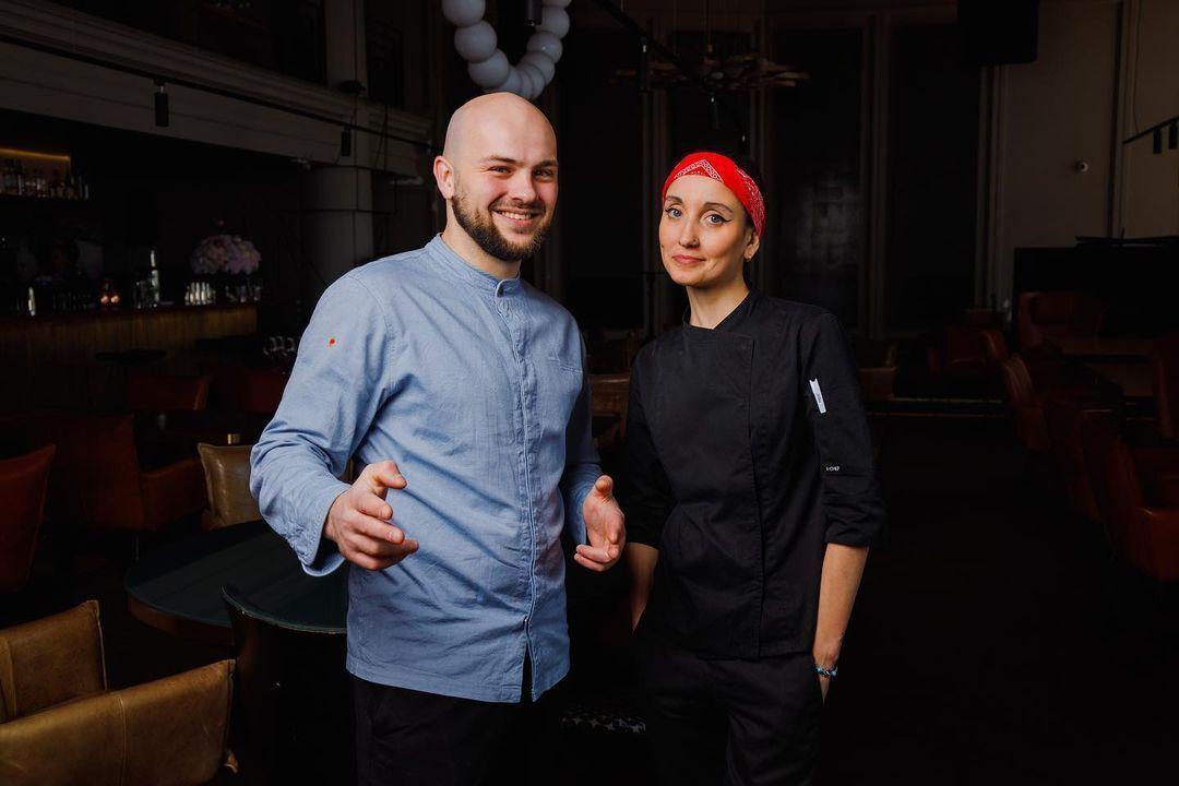 """Николай Люлько работает шеф-поваром в ресторане """"Аляска"""", где Стелла была су-шефом"""