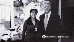 Архивный снимок Моники Левински и Билла Клинтона.