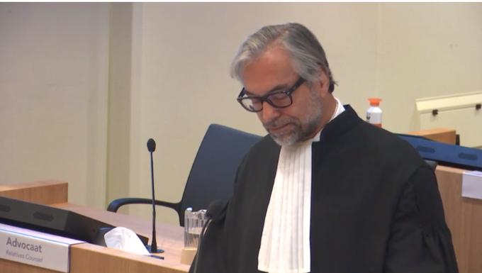 Адвокат зачитывает обращение родственников погибших пассажиров