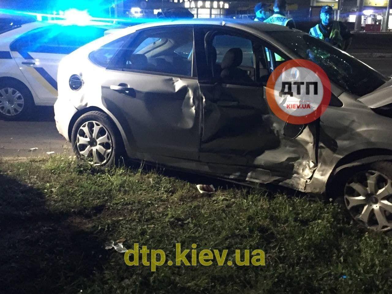 Сліди від удару на автомобілі