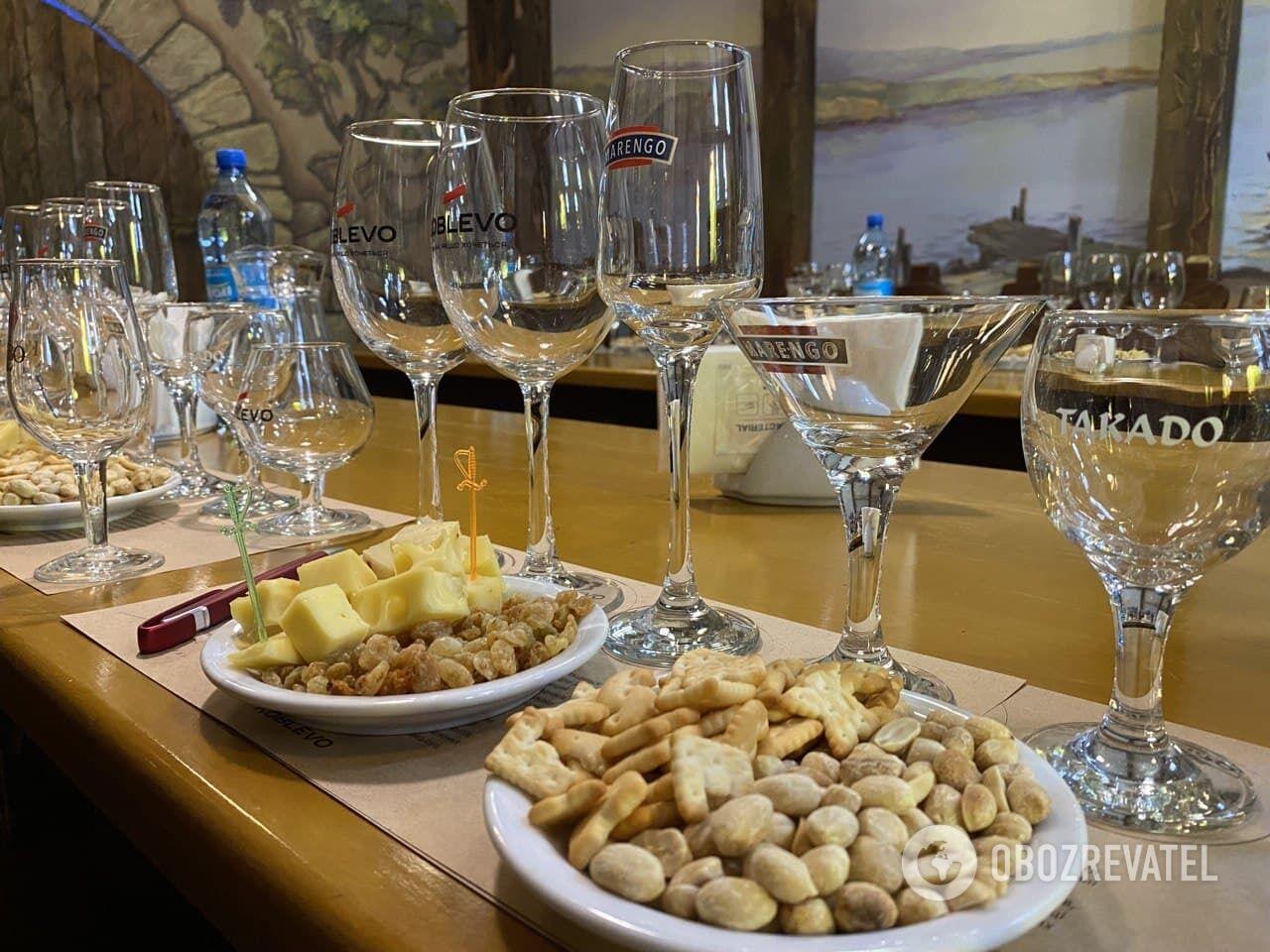 На винодельне вам предложат продегустировать белые, красные и розовые вина восьми разных сортов