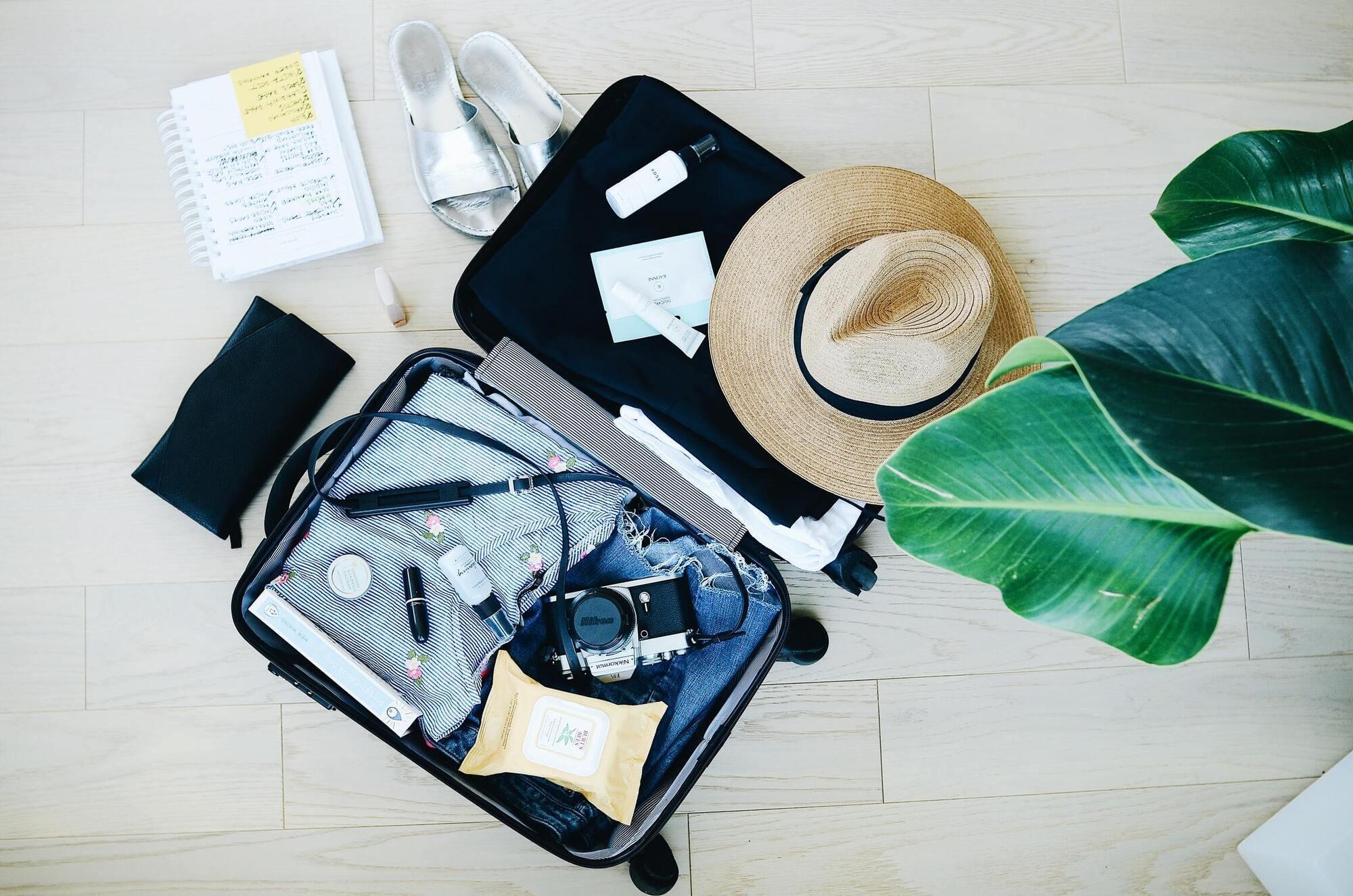 """Туристи часто залишають на валізі позначку """"крихкі речі""""."""