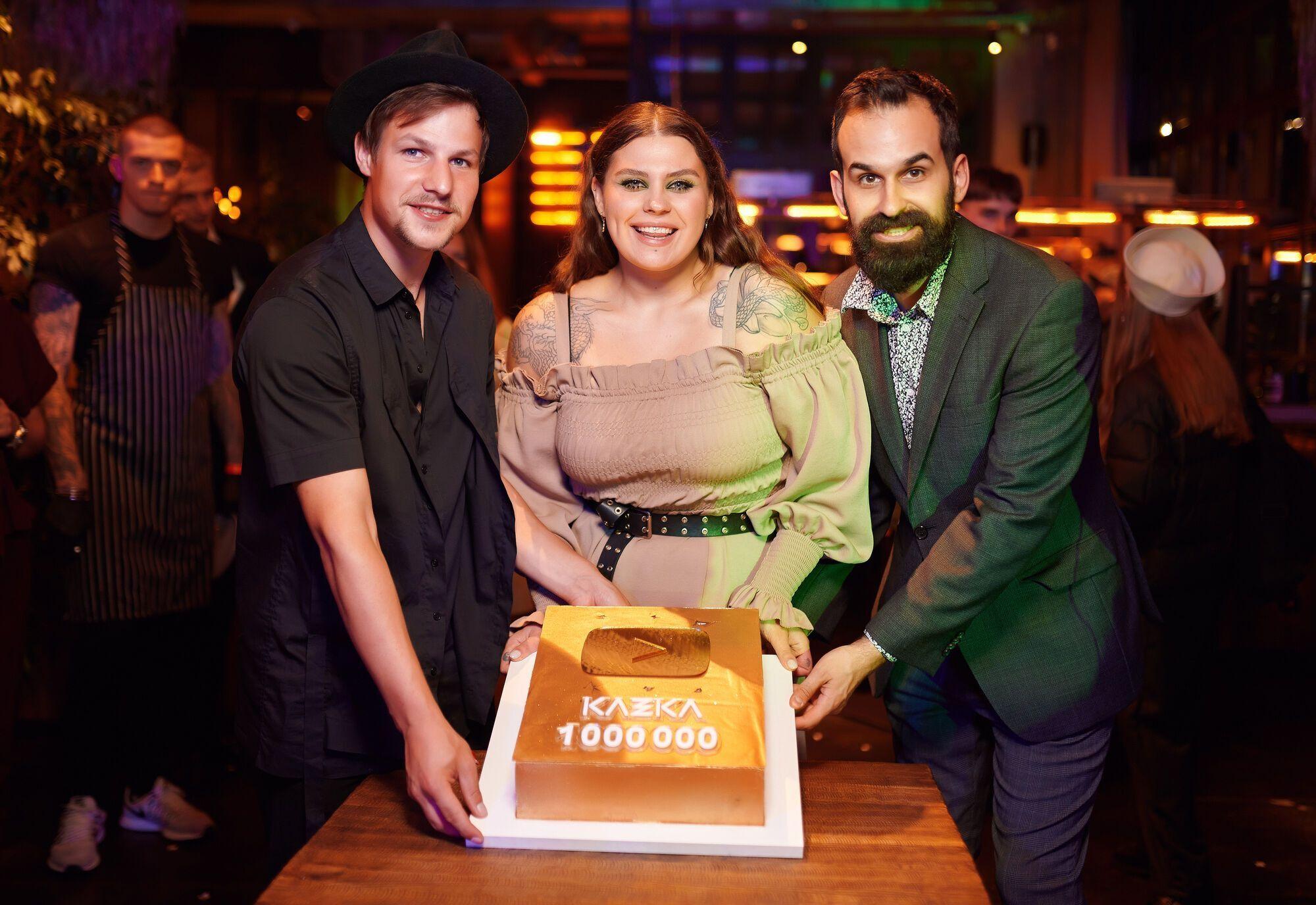 KAZKA отпраздновали первый миллион подписчиков