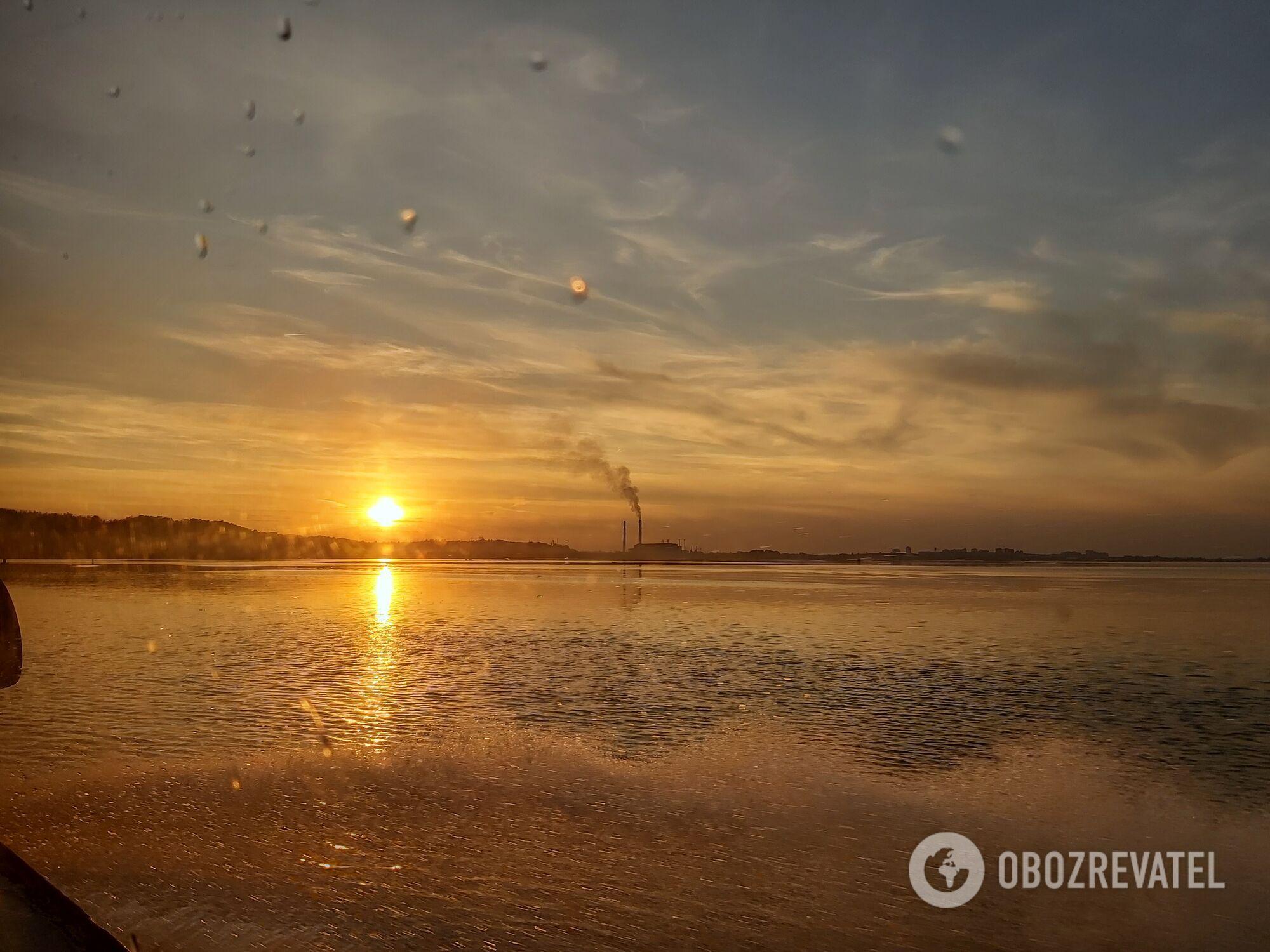 Вид на захід сонця над містом Українка із Дніпра