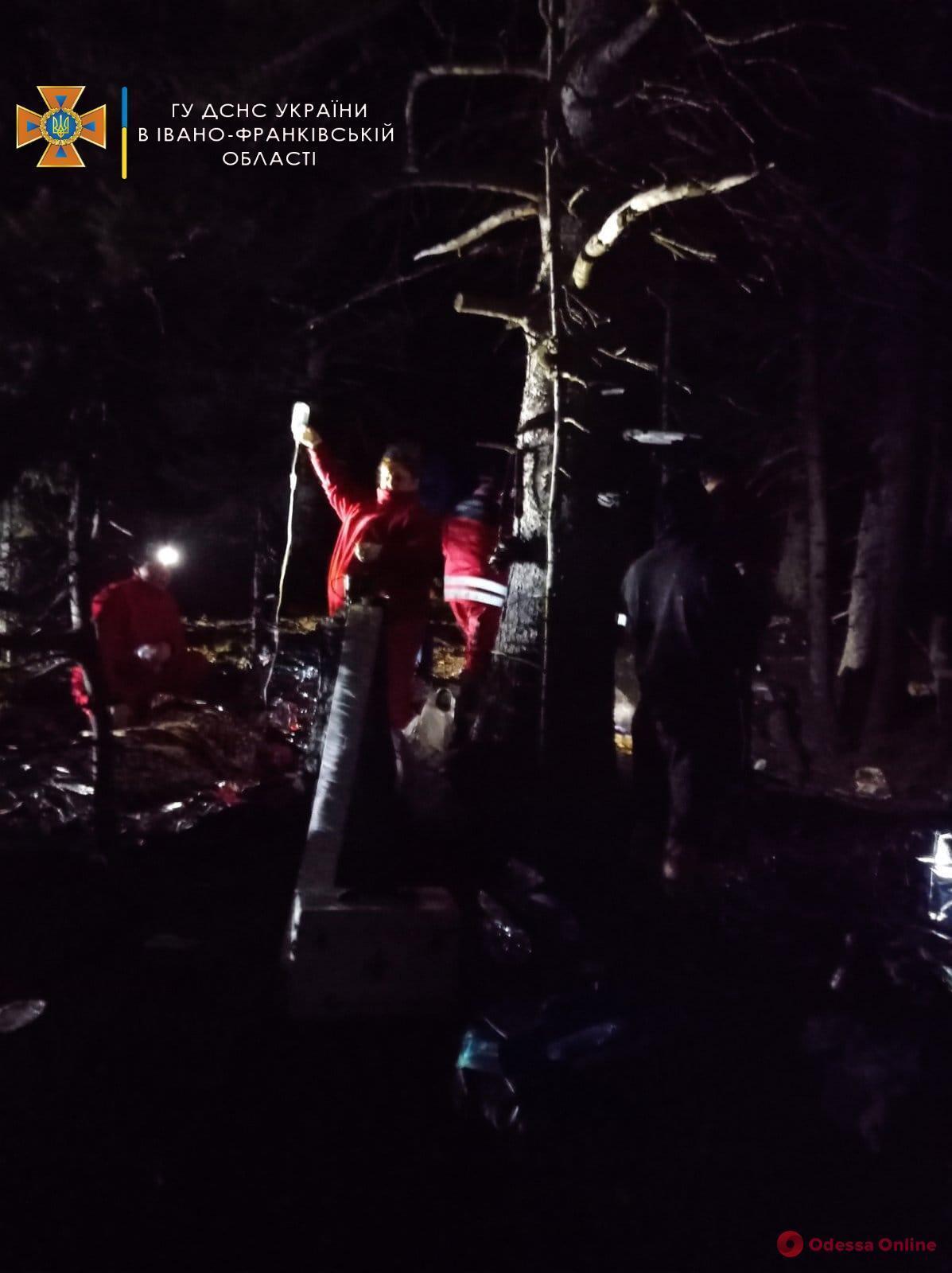 Рятувальники надають допомогу на місці вибуху