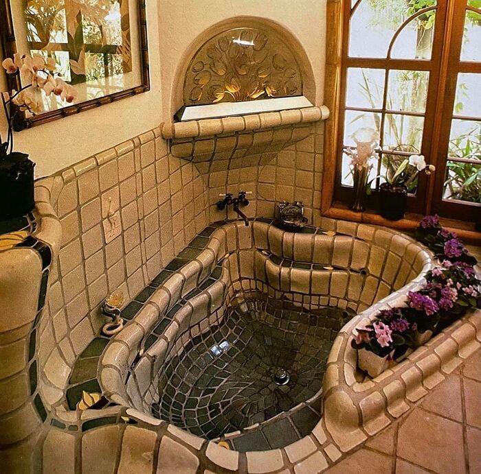 Эту ванную невозможно вымыть.