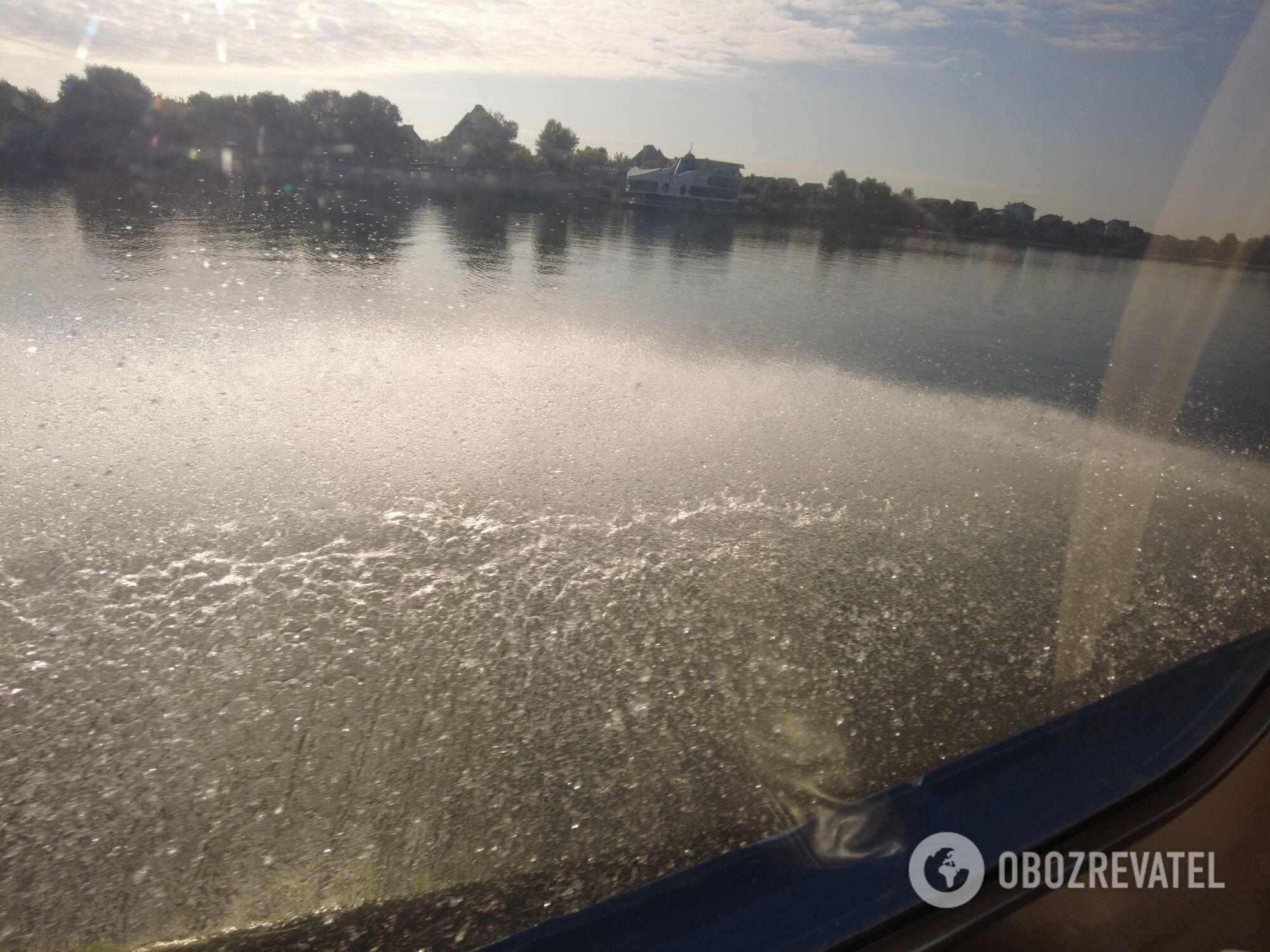 Швидкісний катер ''вийшов на крило'' у акваторії Дніпра