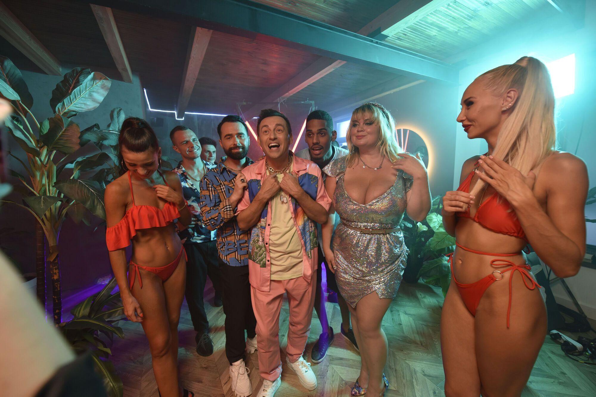 В основе клипа – вечеринка друзей