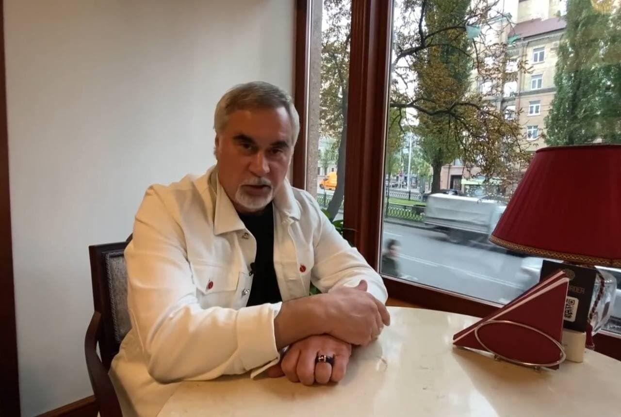 Валерий Меладе в ресторане дал интервью.