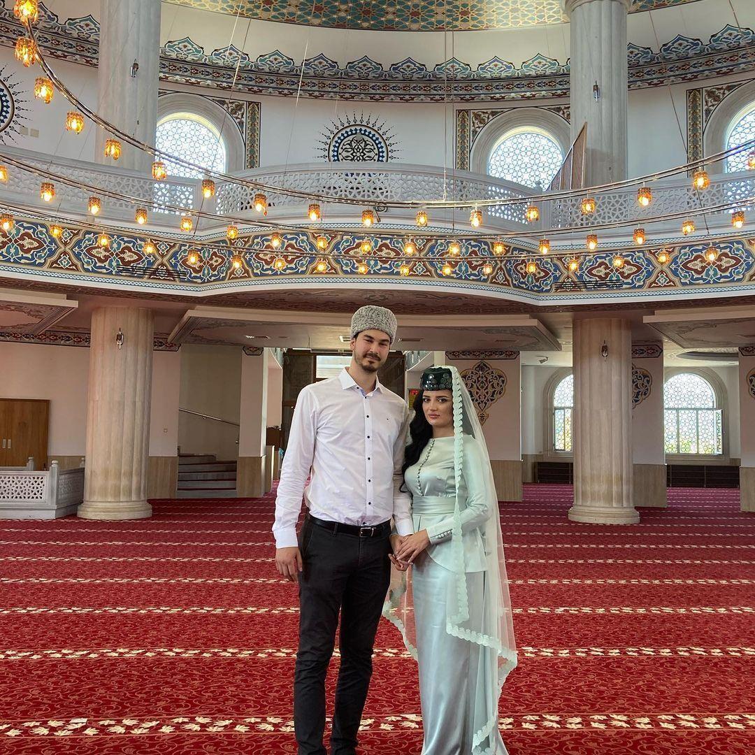 Сейтаблаев показал фото со свадьбы дочери