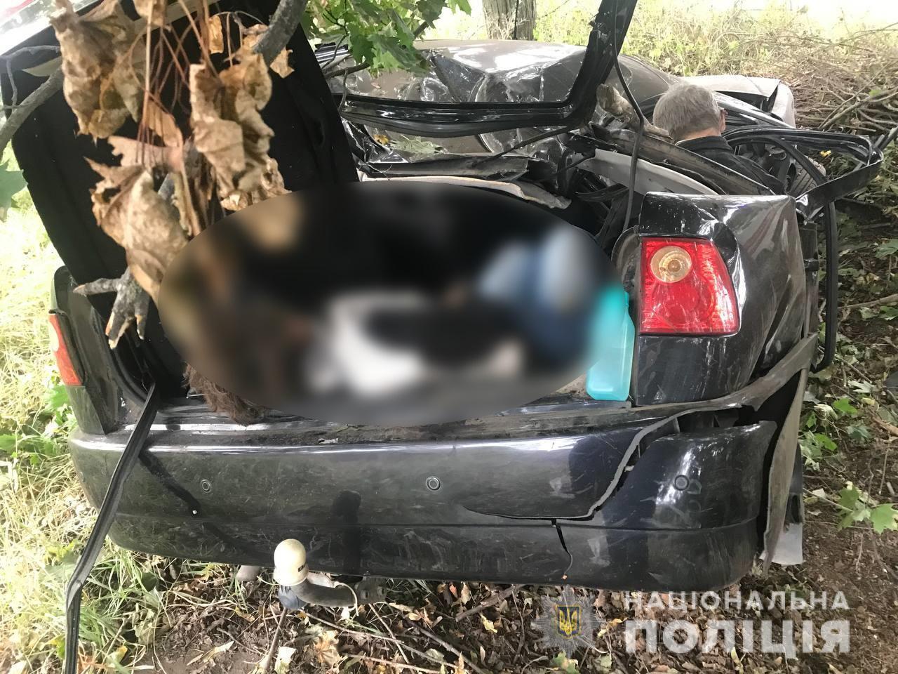 Загибла пасажирка в багажнику авто