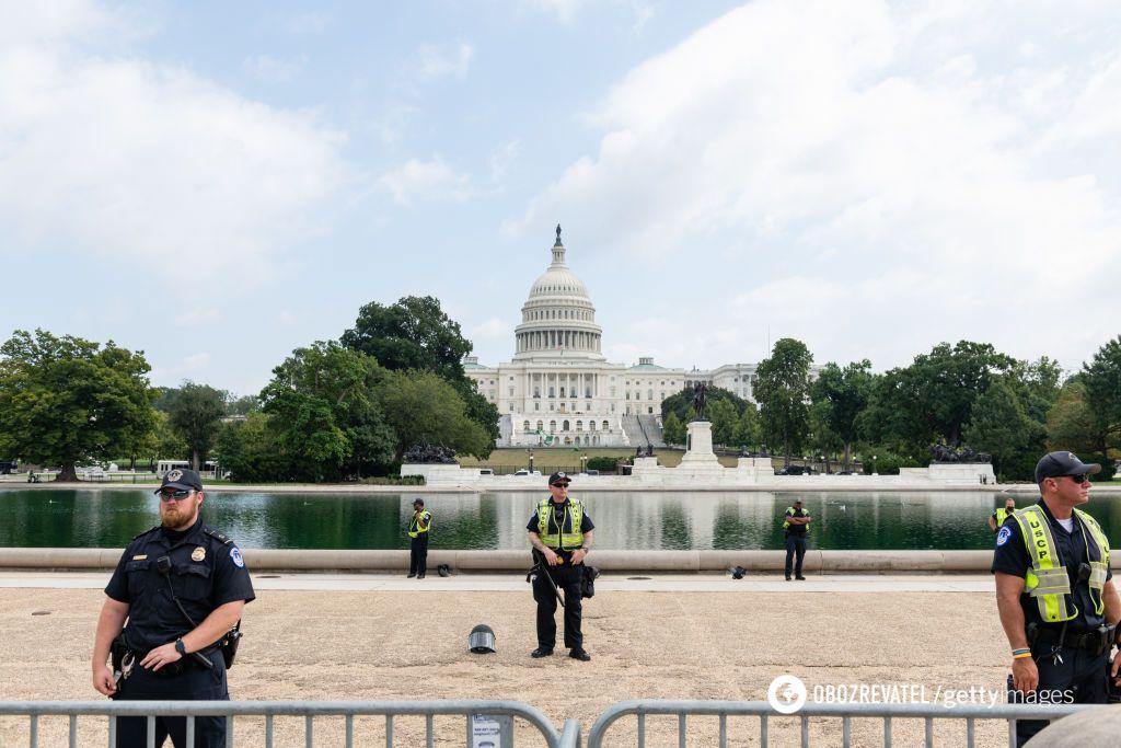Полиция оцепила Капитолий