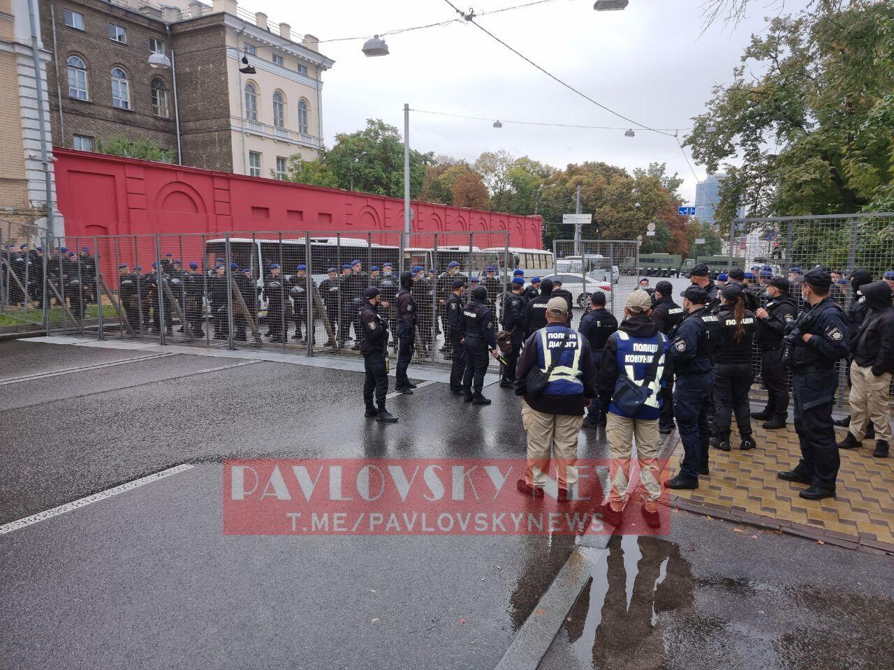 Поліція встановила металеві огорожі