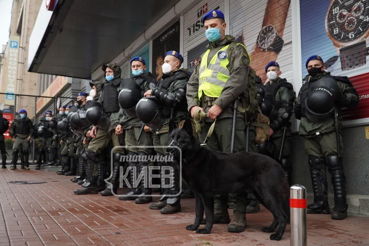 Поліція закликала громадян вибрати маршрути з урахуванням обмежень