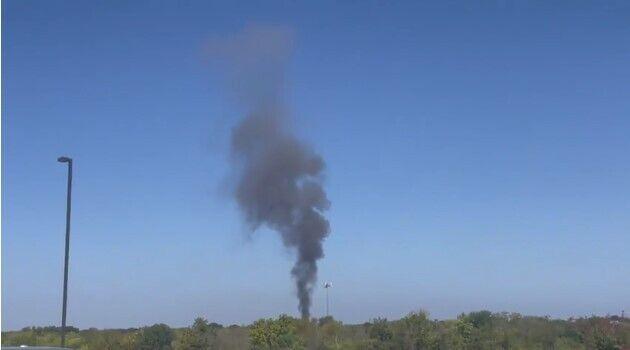 Військовий літак впав між 4000 кварталами Теджас-Трейл і Дакота-Трейл.