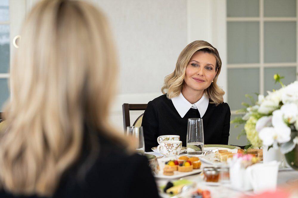 Елена Зеленская выбрала деловой образ