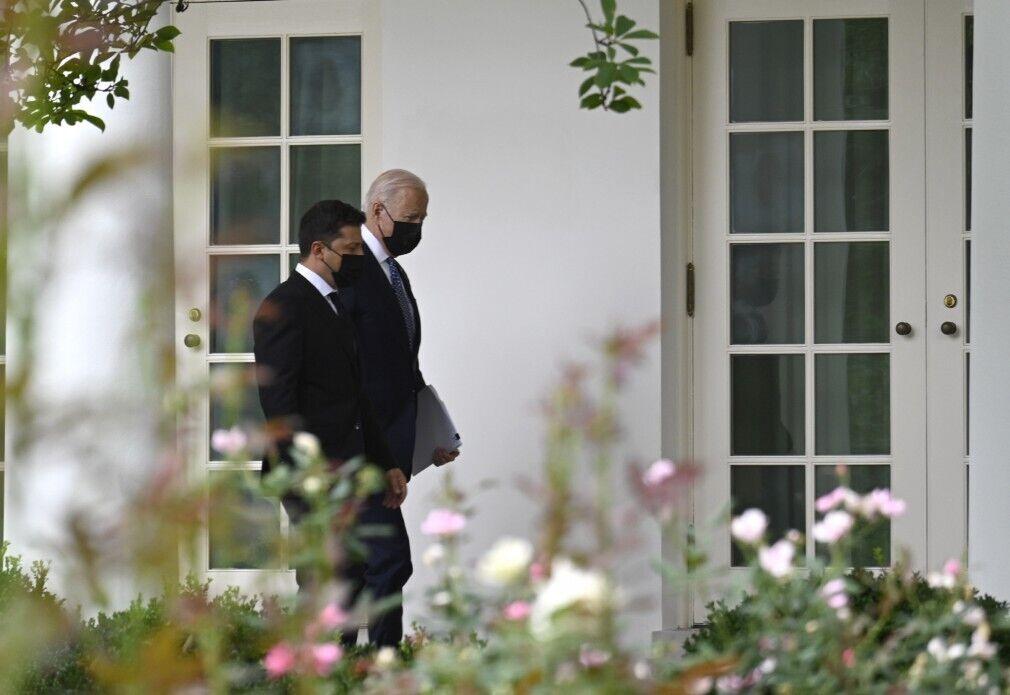 Фотографи зазнімкували лідерів двох держав на тлі квітів