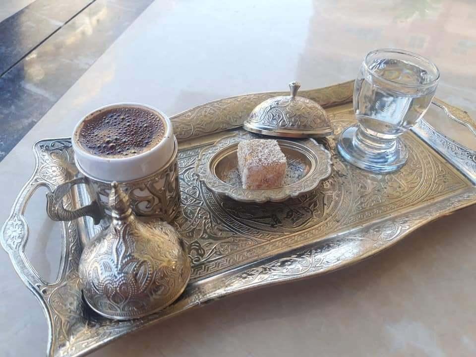 Турецкий кофе и местный лукум можно попробовать на каждом шагу.