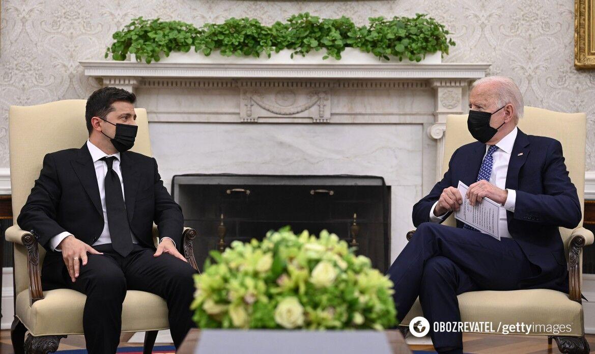 Частину заходу політики провели в масках