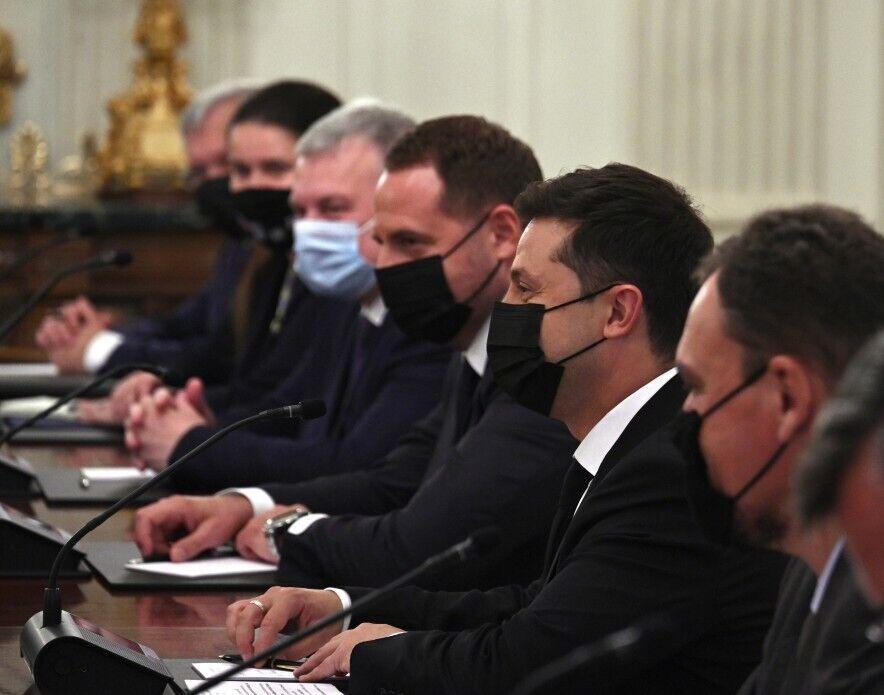 Політики та чиновники були в масках