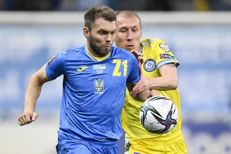 Олександр Караваєв у матчі з Казахстаном