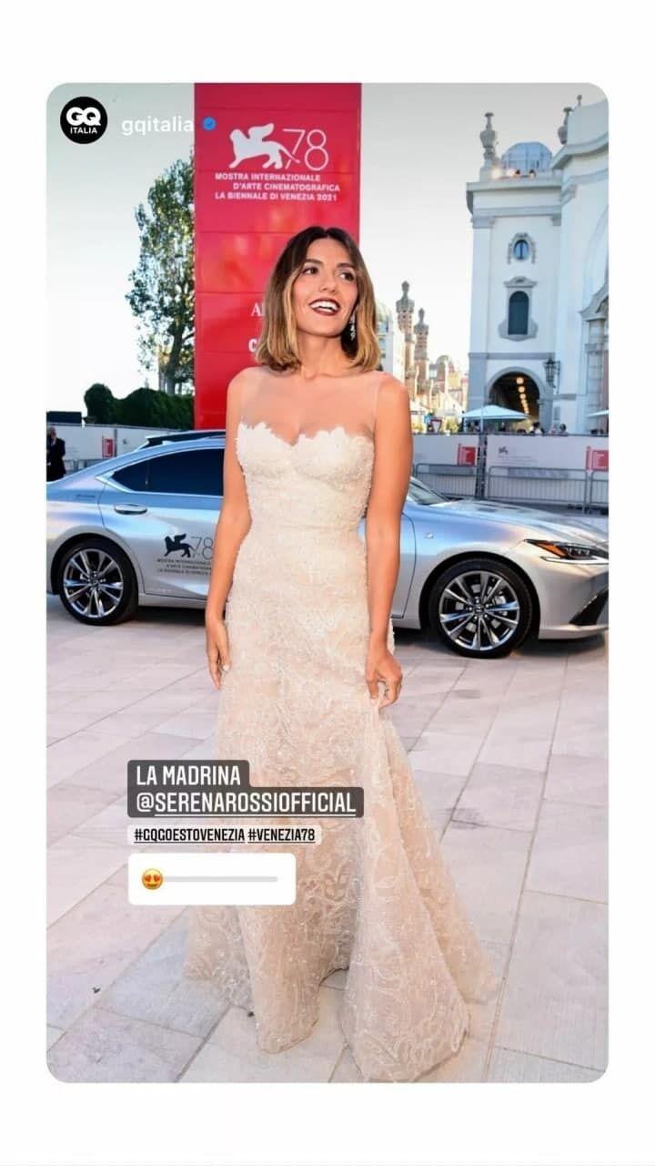 Серена Росси вышла в свет в белом с россыпью пайеток Armani Prive