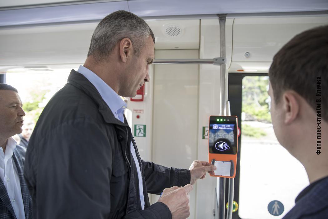 Трамвай оснащен GPS-трекером, системой электронного билета и системой подсчета и учета пассажиров